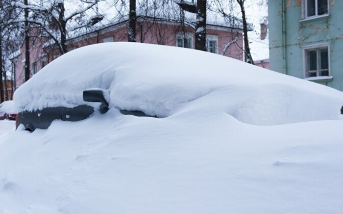 No source of additional state revenue yet: car in wintery Tallinn.