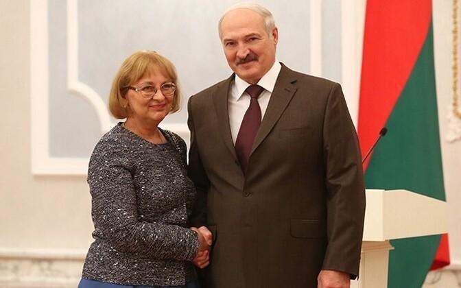Посол Эстонии в Минске Мерике Кокаев и президент Белоруссии Александр Лукашенко.
