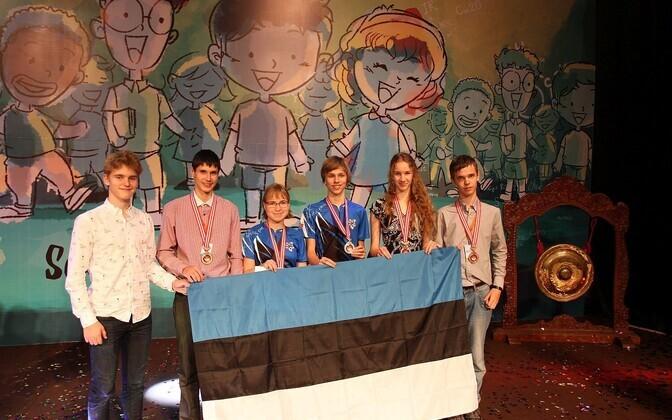 Eestit esindasid mainekal võistlusel õpilased Tallinna reaalkoolist, Tartu Veeriku koolist, Narva keeltelütseumist, Tallinna Prantsuse lütseumist ja Tallinna Inglise kolledžist.