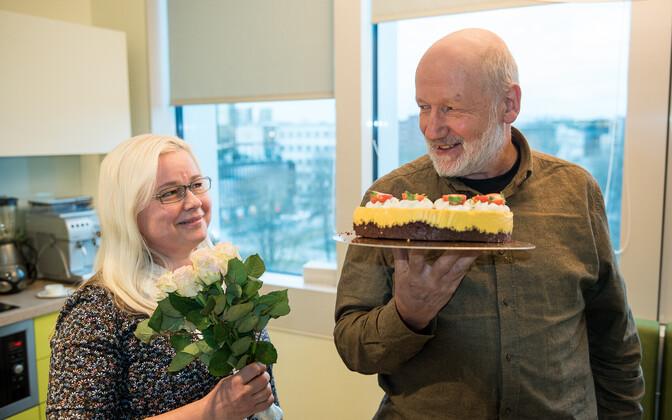 Saate autor Hendrik Relve koos helirežissööri Maris Tombachiga.