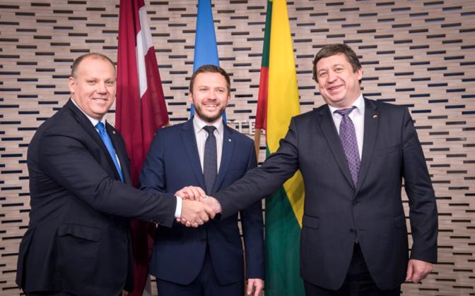 Defense ministers Bergmanis, Tsahkna, and Karoblis in Tallinn, Dec. 14, 2016.