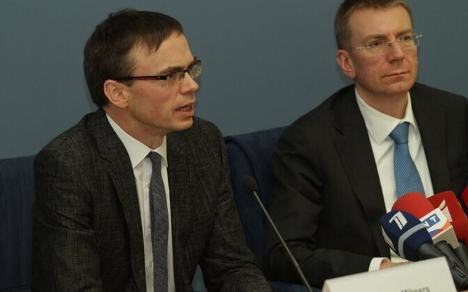 Foreign ministers Sven Mikser (left) and Edgars Rinkevics.