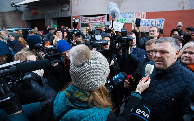 Minister of the Environment Marko Pomerants (IRL) gave comments to the media as protestors demonstrated in front of the Ministry of the Environment building in Tallinn. Friday, Dec. 16, 2016.