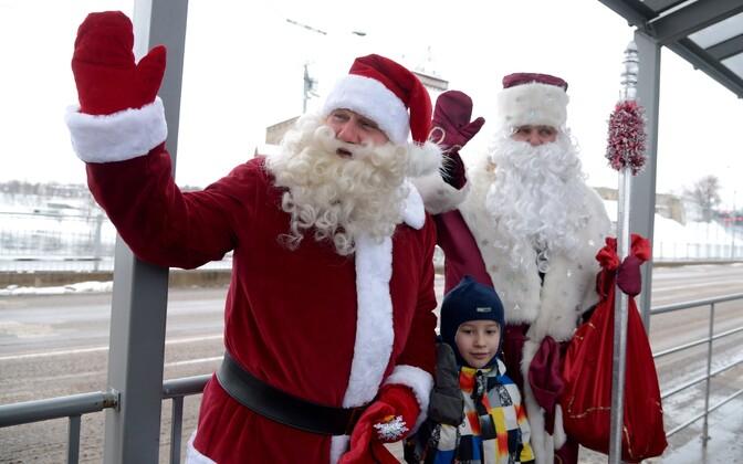 Место традиционной встречи Деда Мороза и Санта-Клауса в Нарве перенесли на Парусинку