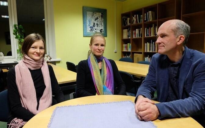 Maarja Hollo (vasakult), Brita Meltsi ja Mart Velskri doktoritöid ühendab kohakesksus. Pille-Riin Larm