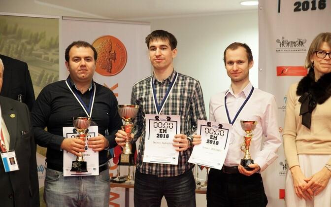 Dmitri Andreikin (keskel)
