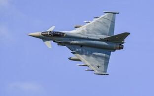 Saksa õhuväe hävituslennuk Eurofighter Typhoon.