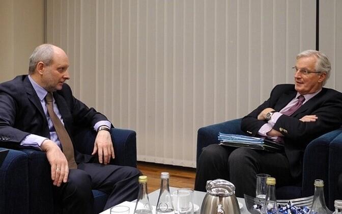 Matti Maasikas and Michel Barnier (right).