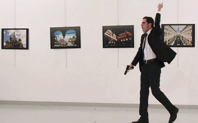 Türgi politseinik Mevlut Mert Altintas vahetult pärast Vene suursaadiku tulistamist.