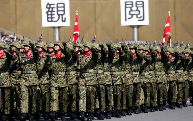 Jaapani kaitseväelased marssimas.