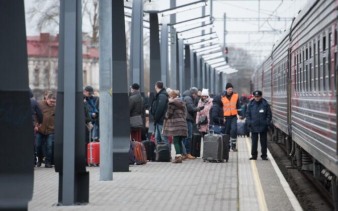 Venemaalt saabunud turistid detsembri lõpus Balti jaamas.