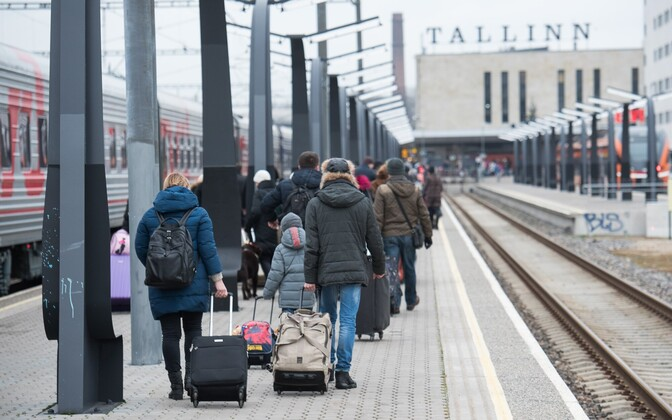 Russian tourists arriving by train at Tallinn's Baltic Station. Friday, Dec. 30, 2016.