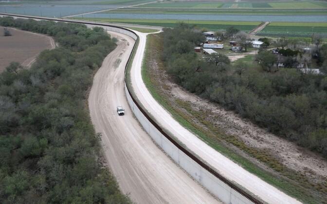 Tara USA-Mehhiko piiril.