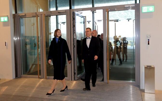 Tõnis Lukas (left) accompanied President Kersti Kaljulaid on her visit to the Estonian National Museum (ERM). Nov. 18, 2016.