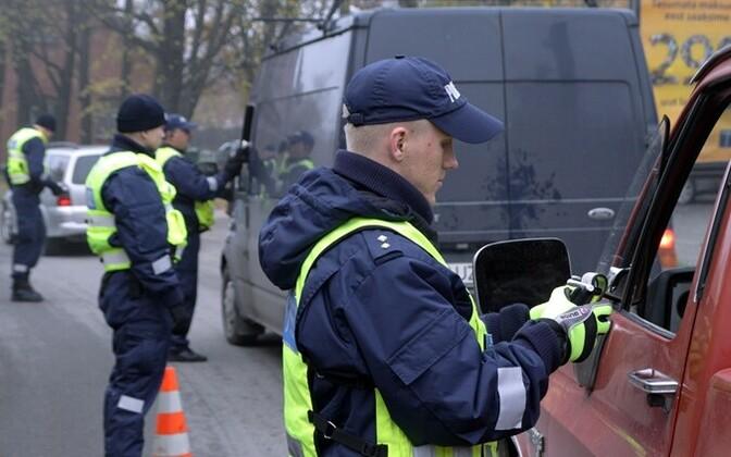 Politsei rakendab roolijoodikute karistusena üha sagedamini ravile saatmist.