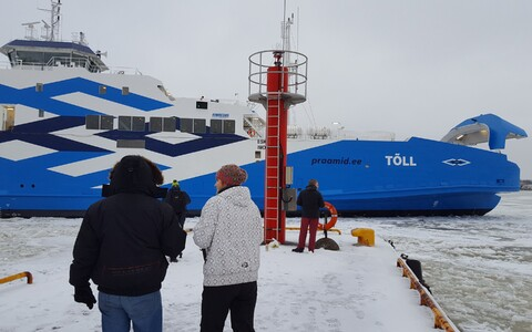 The ferry Tõll serves the Virtsu-Kuivastu route, which transports passengers and vehicles between the mainland and Saaremaa via the smaller island of Muhu.