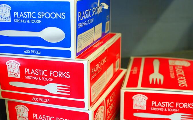 Plastikust toidunõud, praeguseks Prantsusmaal keelatud.