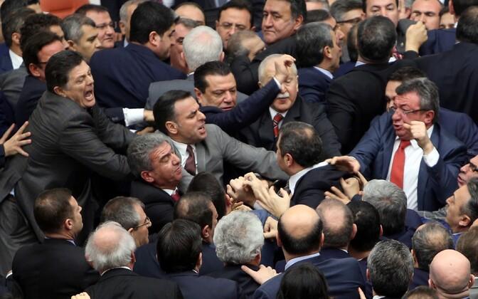 Kaklus Türgi parlamendis.