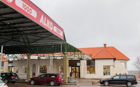 An Alko1000 alcohol store on the Latvian side of the border.
