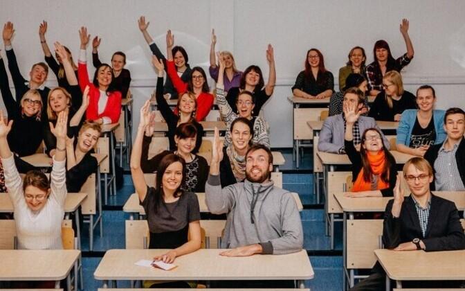 Noored Kooli programm loodi 2006. aastal missiooniga tuua haridusse juurde võimekaid ja motiveeritud inimesi.