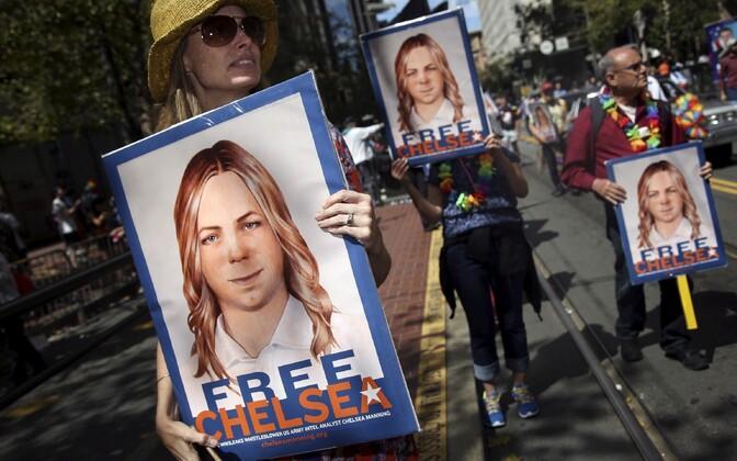 Петицию на сайте Белого дома с просьбой смягчить приговор Челси Мэннинг подписали более ста тысяч человек.