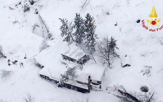 Itaalia keskosas tabas hotelli lumelaviin.