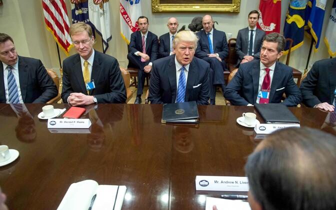 USA president Donald Trump Valges Majas kohtumisel ettevõtjatega.