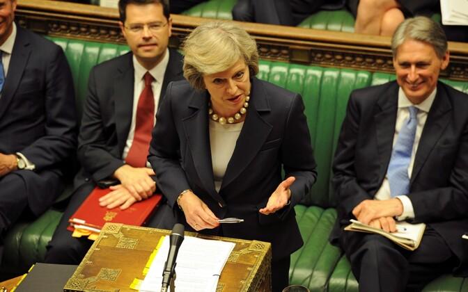 Peaminister Theresa May parlamendi alamkojas.