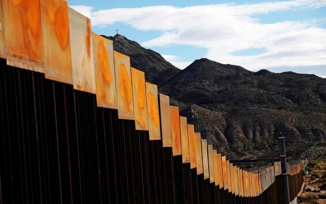 Стена на границе между США и Мексикой.