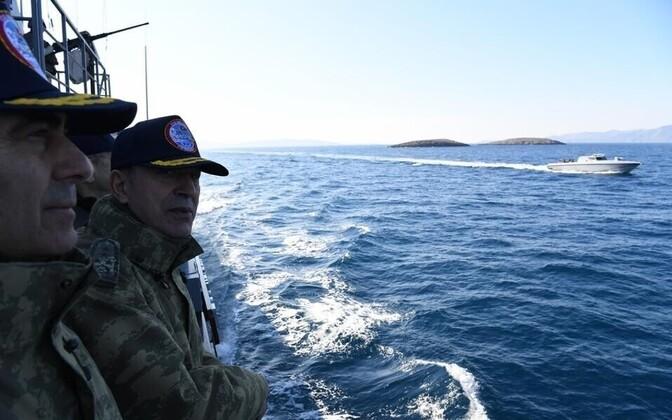 Türgi kindralstaabi ülem Hulusi Akar Egeuse merel.