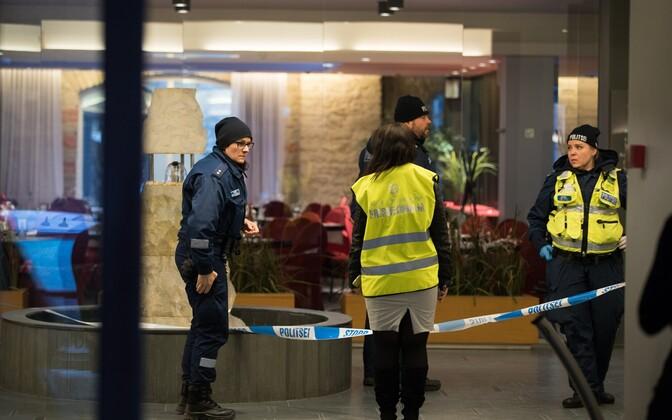 Полиция на месте происшествия в гостинице Metropol.