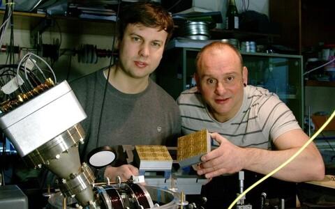 Winfried Hensinger ja uurimuse esimene autor Bjoern Lekitsch.