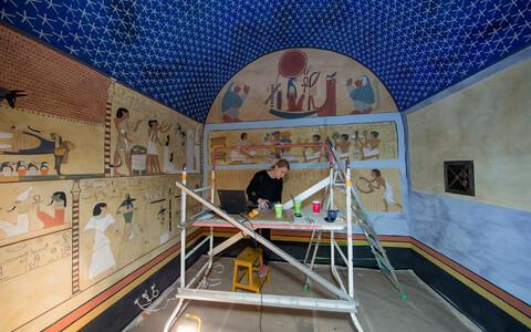 Muumia kamber on täis seinamaalinguid, mis kajastavad põhjalikult surmajärgseid rituaale.