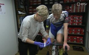 Maastikurattakoondise peatreener Karmen Reinpõld ja koondise sõitja Markus Pajur