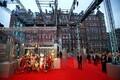 Cirque de Soleili osalised esinesid punasel vaibal
