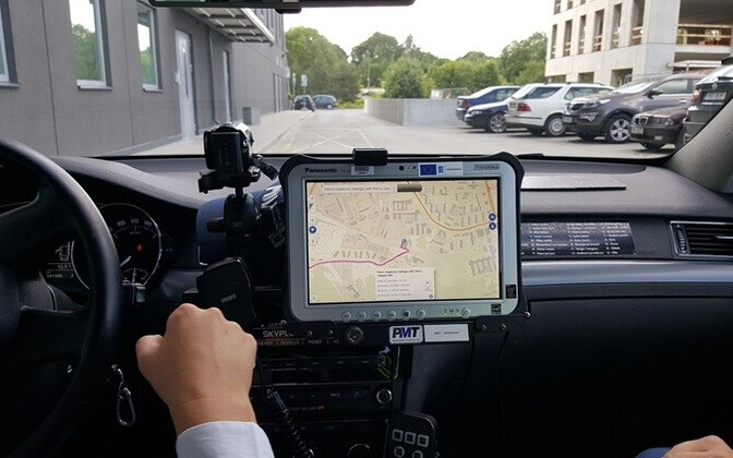 The e-Police system at work in a patrol car.