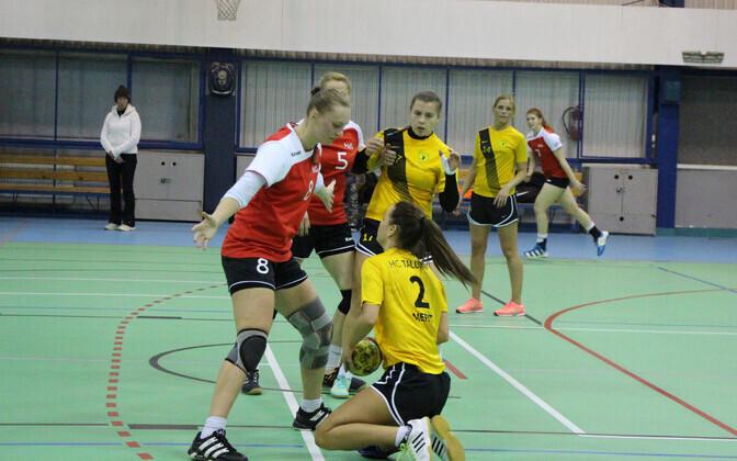 Reval-Sport/Mella mängija Natalia Gorožanina on surunud tallinlanna Merit Moro põlvili