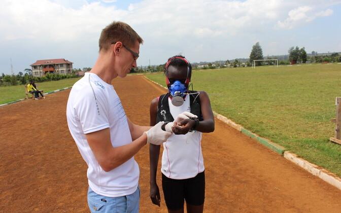 Ernst Jaaksoni stipendiumi laureaat Martin Mooses uurib Euroopa ja Ida-Aafrika tippjooksjate üldist tervislikku seisundit ning sportlikku saavutusvõimet mõjutavaid faktoreid.