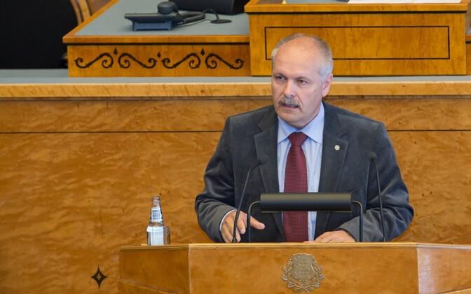EKRE's Henn Põlluaas, speaking in the Riigikogu.