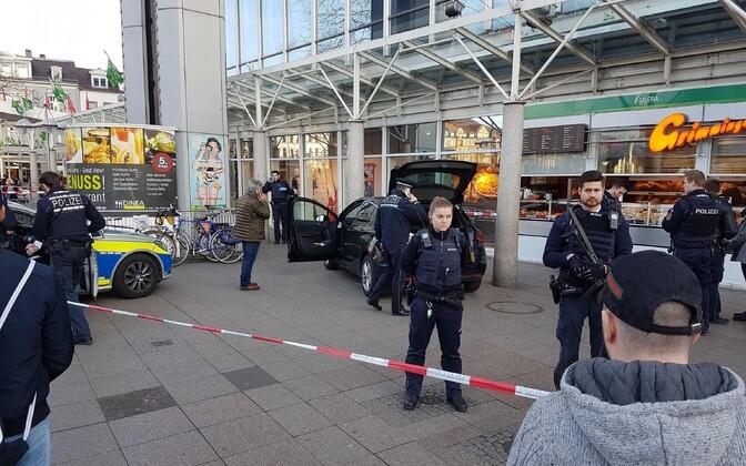 Saksamaal Heidelbergis sõitis auto jalakäijate sekka.