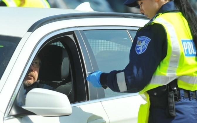 Полиция регулярно проверяет водителей на трезвость.