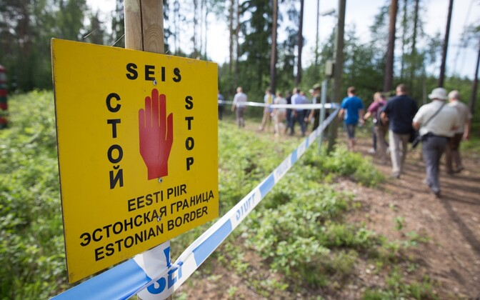 Estonia's eastern border, marked with a trilingual sign.