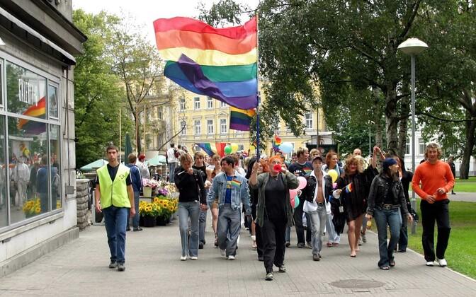 Гей-парад в Таллинне в 2004 году.