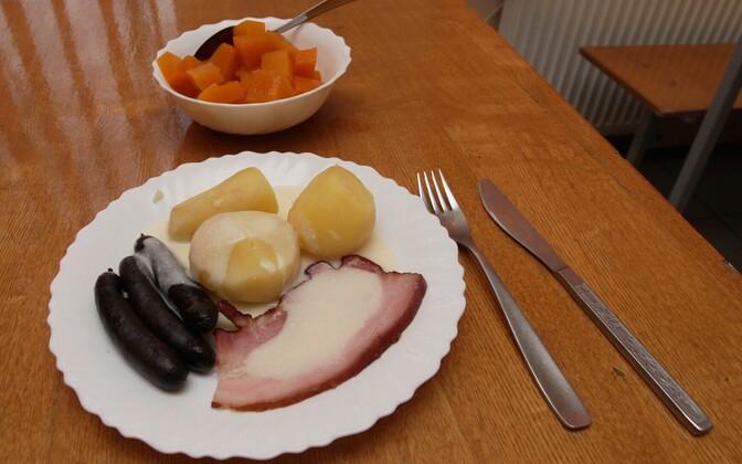 School lunch in Estonia.