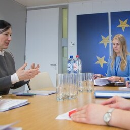 Commissioner Věra Jourová (left) meeting Minister of Social Protection Kaia Iva, Tallinn, Mar. 3, 2017.