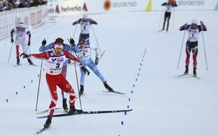 Alex Harvey edestas lõpuheitluses Sergei Ustjugovit ja Matti Heikkineni.