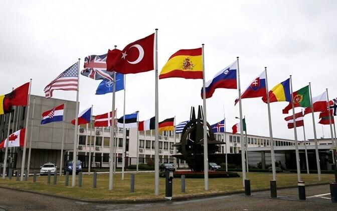 Liitlaste lipud NATO Brüsseli peakorteri juures.