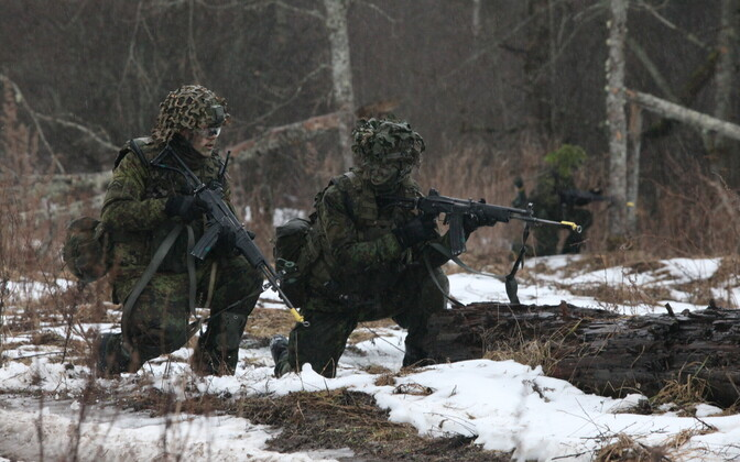 Members of the EDF participating in the 1st Infantry Brigade's Winter Camp exercise.