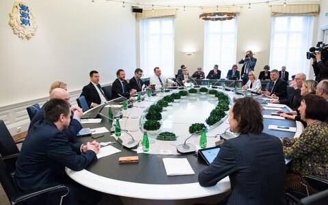 Сейчас в состав правительства ЭР входят 15 членов.