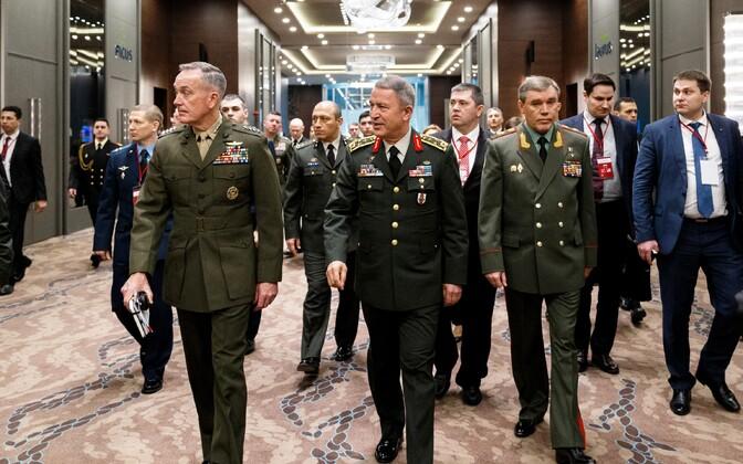 Vasakult: kindralid Dunford, Akar ja Gerassimov 7. märtsil Antalyas.